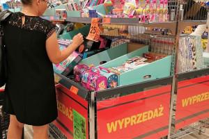 Walka o lepsze ceny artykułów szkolnych rozegra się pomiędzy hipermarketami i...