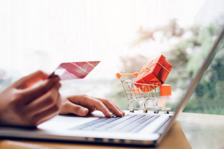 Obecnie działa 31,7 tys. e-sklepów. W rok założono rekordową liczbę