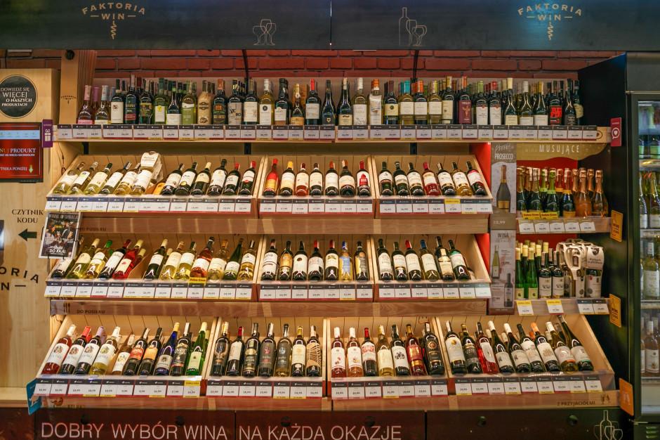 Małe sklepy mają już 36 proc. udziału w rynku sprzedaży wina