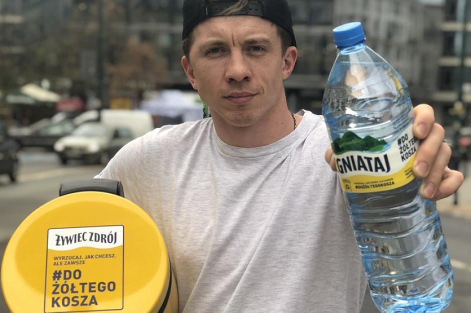 Celebryci i Żywiec Zdrój pokazują, że butelki po plastiku należy wrzucać do żółtego kosza