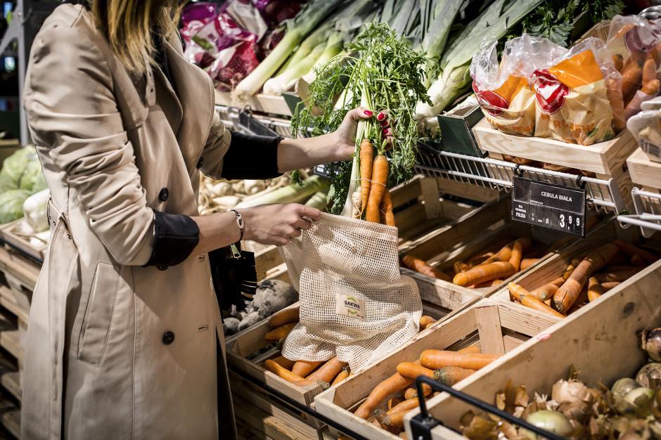 Sklepy wprowadzają wielorazowe woreczki na owoce i warzywa