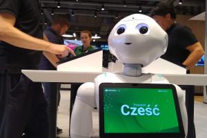 Robot humanoidalny pracownikiem eobuwie.pl