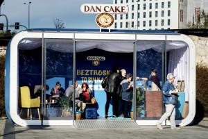 Dan Cake rozda 100 tys. bułeczek