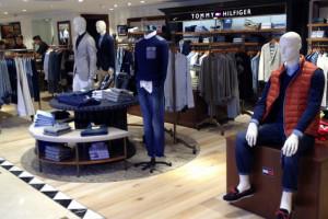Tommy Hilfiger nagradza za noszenie jego spodni