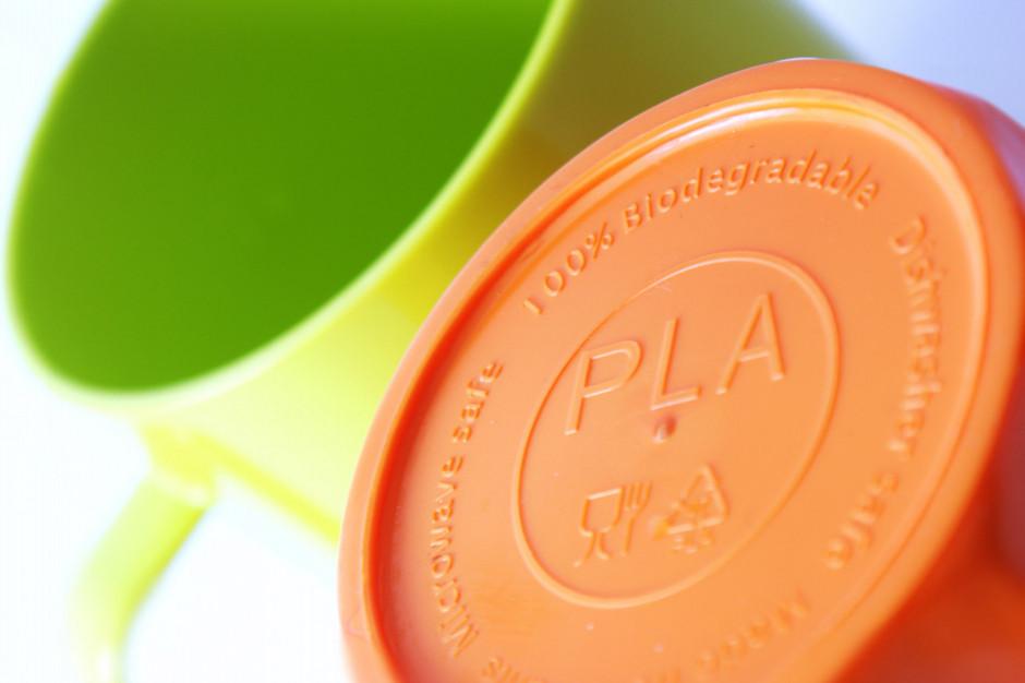 Eksperyment: Tylko niektóre biodegradowalne plastiki szybko się rozkładają