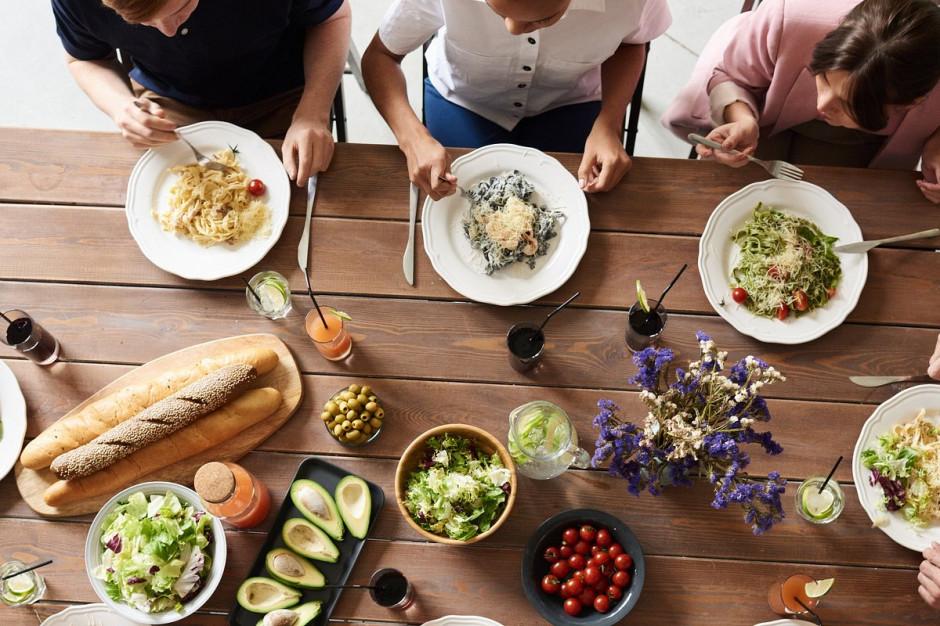 Badanie: Kwestie związane z jedzeniem stanowią jeden z kluczowych aspektów… pracy