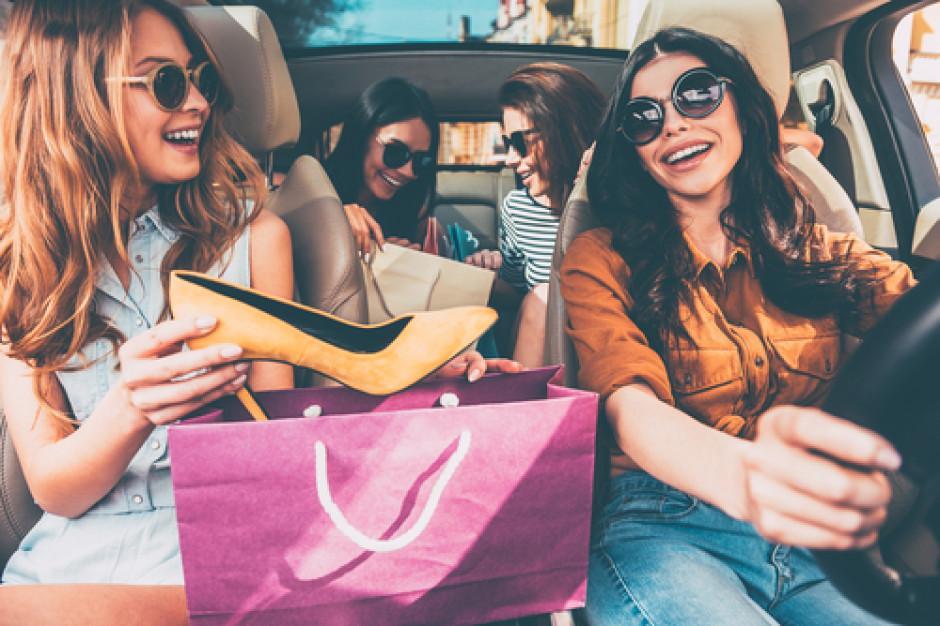 Polacy na zakupach odzieżowych: Generacja Z kupuje najczęściej, ale polska marka nie ma dla nich znaczenia