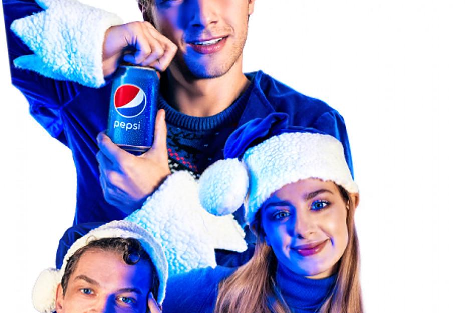 Maciej Musiał, Wiktoria Gąsiewska i Adam Fidusiewicz w świątecznej kampanii Pepsi