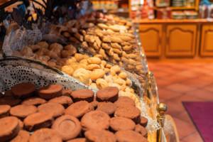 Żywność na wagę w sklepach: Strzępki pleśni, niezadeklarowane konserwanty i...