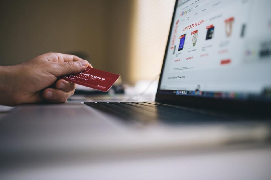 Raport: Firmy spodziewają się, że w tym roku e-handel wzrośnie o 6-15 proc.