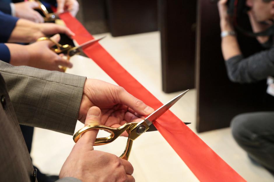 Za kilka dni Biedronka otworzy 3 tys. sklep w Polsce. Lidl, Carrefour i Żabka też świętują