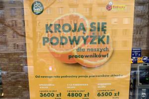 Czy 6,5 tys. zł brutto potrafi przekonać do pracy w Biedronce?