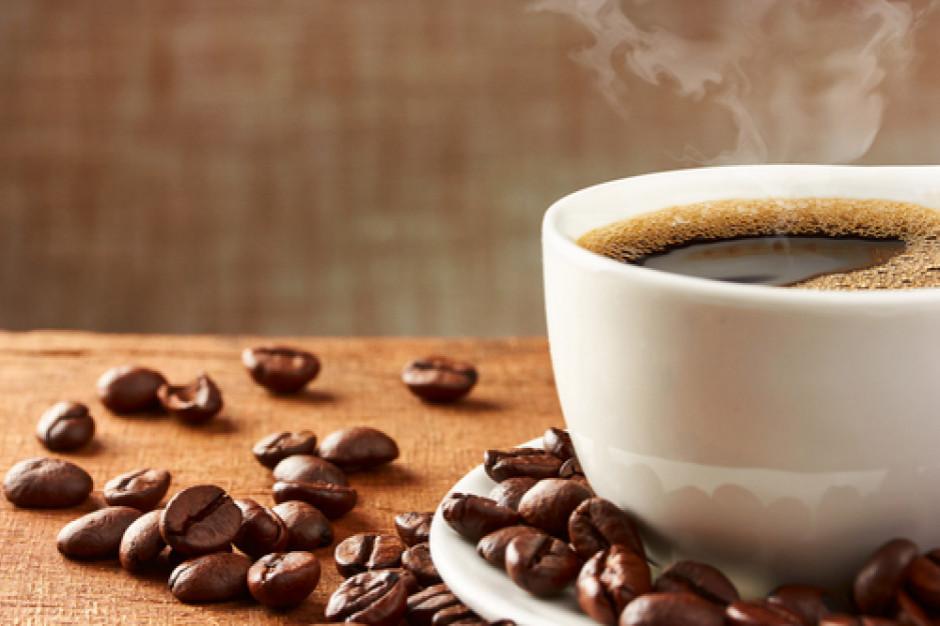 Sklepy stawiają na kawę: Kąciki kawowe i znane marki na półkach