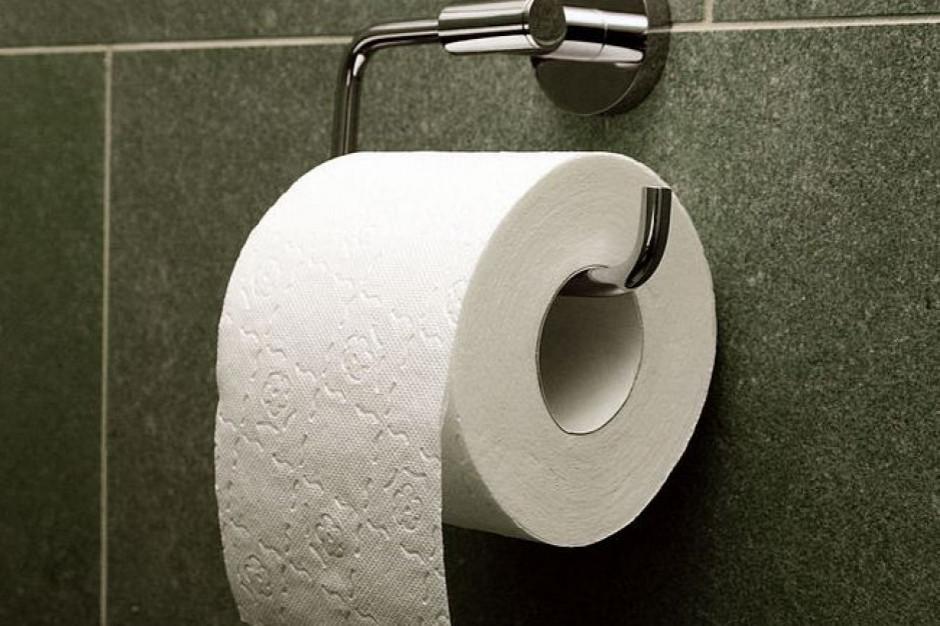 Dzwonią na policję, bo w sklepie nie ma papieru toaletowego