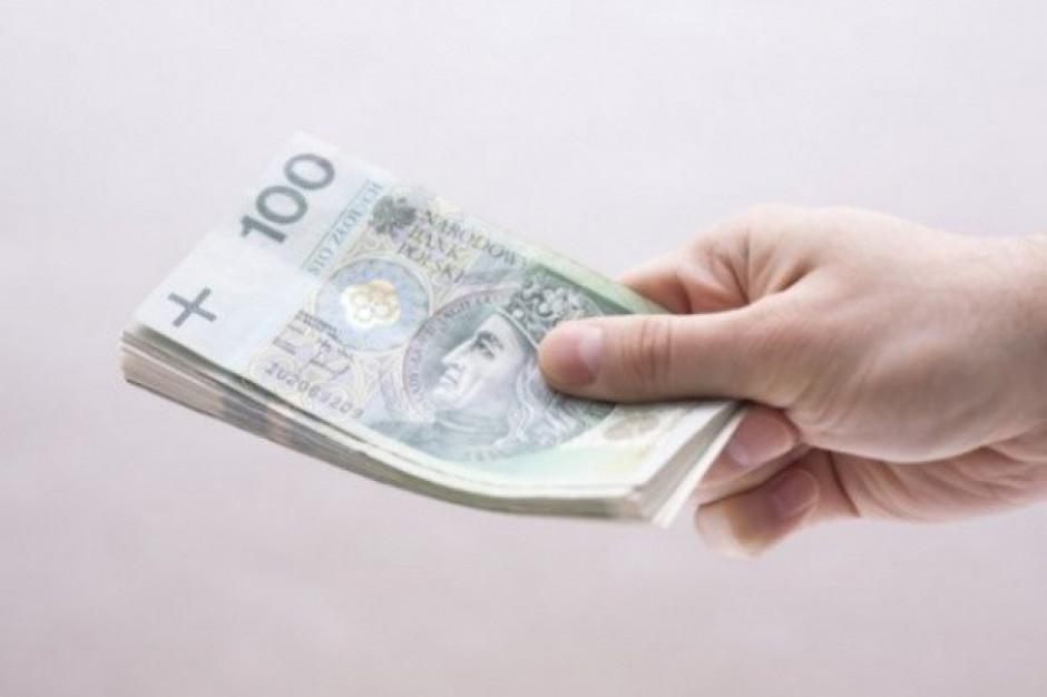 Bonus na koronawirusa czyli sieci płacą extra za obecność w pracy