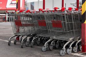 Ruch w sklepach zmniejszył się nawet o połowę