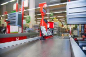 Morawiecki: Wprowadzamy limit osób w sklepie do 3 osób na kasę