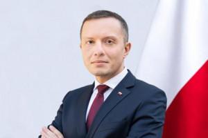 Tomasz Zdzikot nowym prezesem Poczty Polskiej. Wcześniej był wiceministrem w MON i...