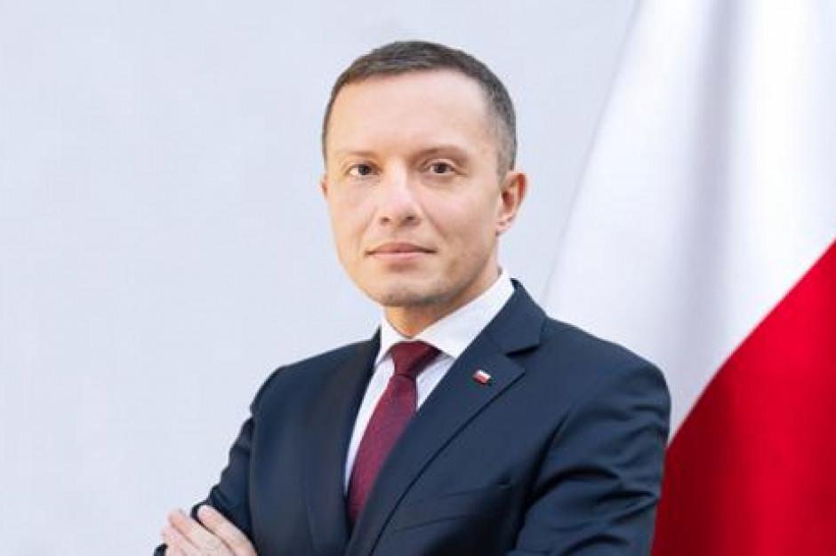 Tomasz Zdzikot nowym prezesem Poczty Polskiej. Wcześniej był wiceministrem w MON i MSWiA
