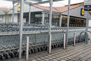 Ruch w sklepach i na stacjach paliw coraz mniejszy