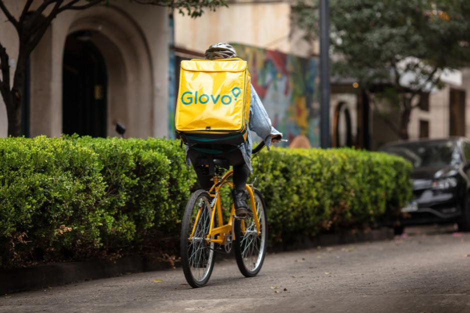 Biedronka zacieśnia współpracę z Glovo - zakupy możliwe także w niedziele