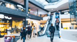 Rośnie ruch w galeriach handlowych, ale klientów wciąż o połowę mniej niż przed pandemią