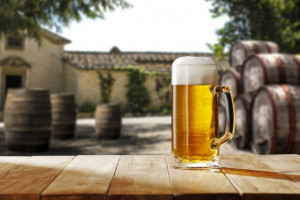 Piwo najczęściej promowanym alkoholem w pandemii. Reszta zanotowała duży spadek