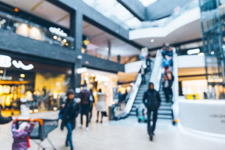 Polacy wciąż boją się chodzić do galerii handlowych. Zakupy o połowę mniejsze niż rok temu
