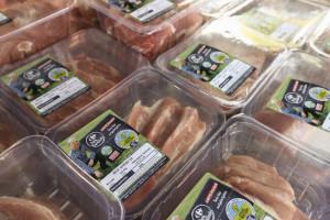 Carrefour wprowadza wieprzowinę od lokalnych producentów pod marką własną