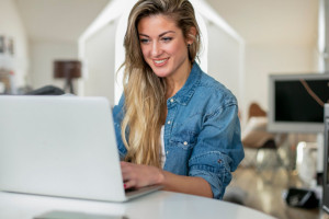 Umowy z pracownikiem można zawierać online. Są jednak pewne warunki