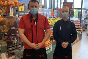 Pracownicy Biedronki dostają nowe stroje. Czerń i czerwień zamiast zieleni...
