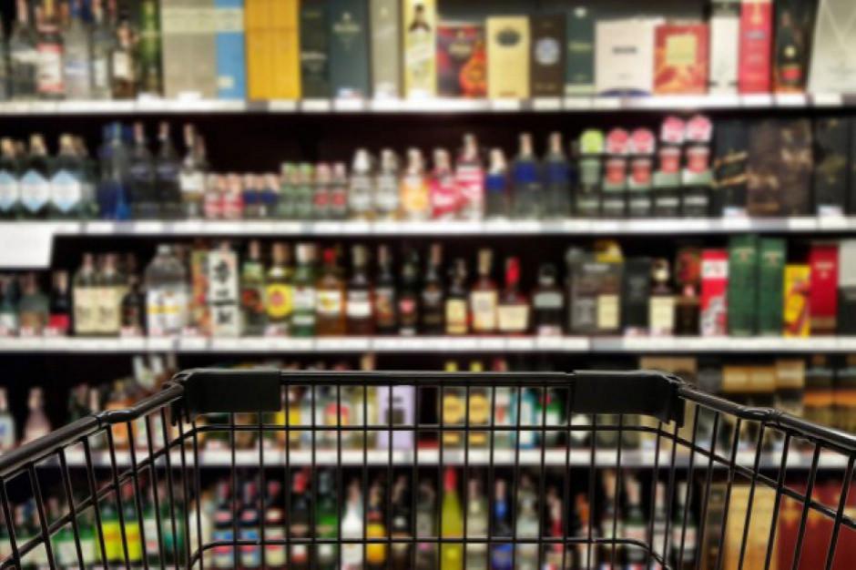 Posłowie proponują zmiany w ustawie o wychowaniu w trzeźwości. Czy wróci sprzedaż alkoholu przez internet?