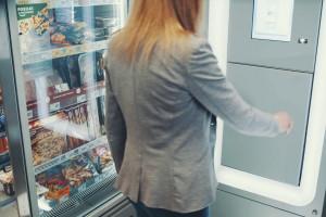 Żabka testuje własny automat do obsługi paczek