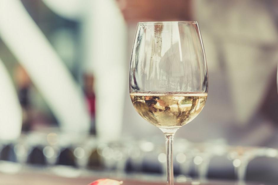 Sprzedaż wina w małych sklepach w czasie izolacji wrosła o 14,5 proc. rdr.