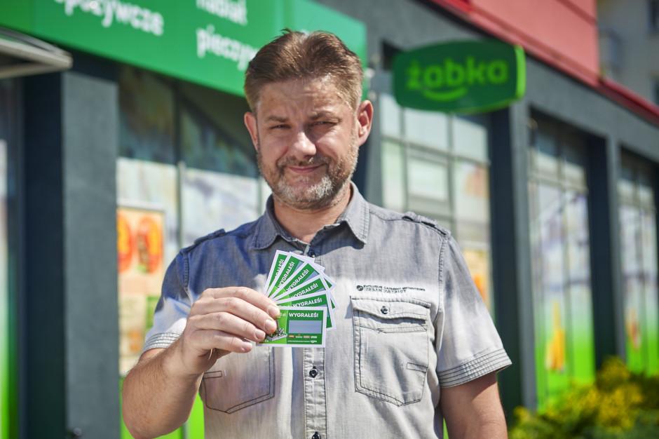 Roczne zakupy w Żabce - sieć napędza sprzedaż loterią