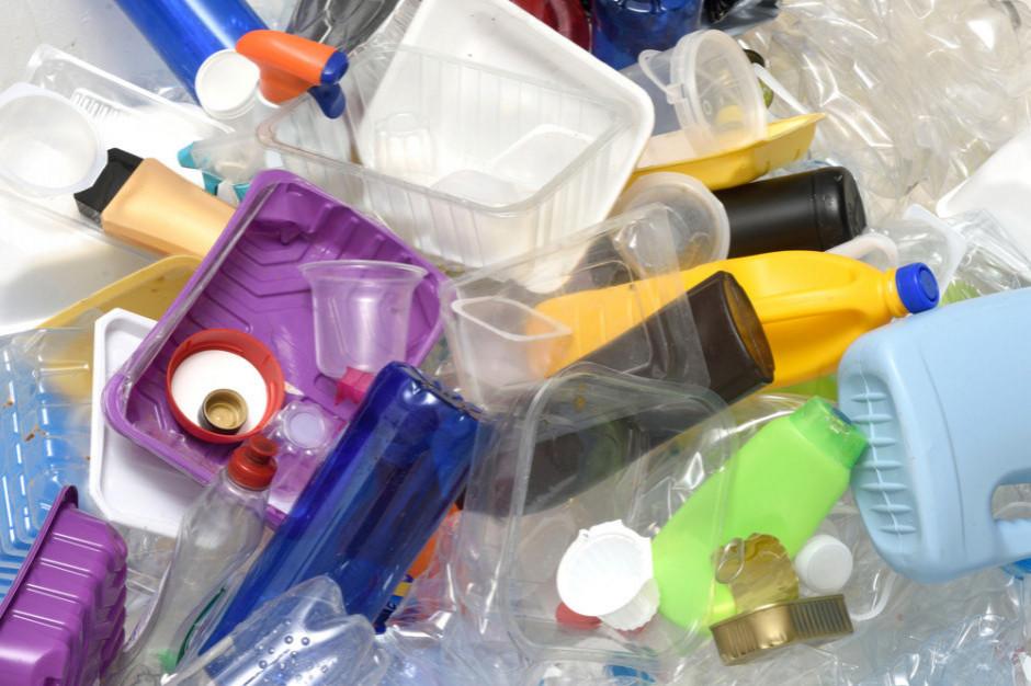 Deloitte: Nie możemy żyć bez plastiku