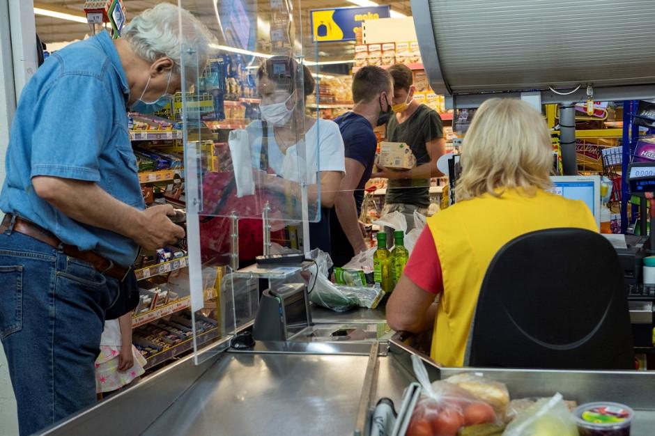 Dwie trzecie Polaków oczekuje, że w sklepach będzie jeszcze więcej kas samoobsługowych