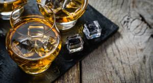 Raport: Producenci whisky nie faworyzowują żadnego formatu handlowego