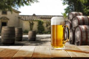 Sezon letni z droższym piwem. Polacy zapłacą średnio o 14 groszy więcej niż rok temu