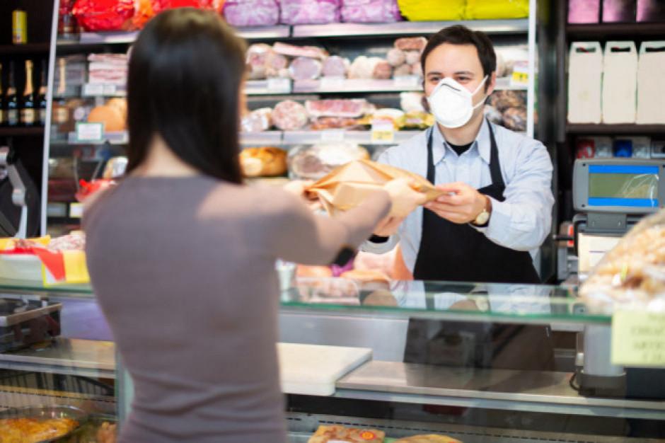 Czy pracownikom sklepu grozi kara za obsługiwanie osób bez maseczki? (stanowisko RPO)