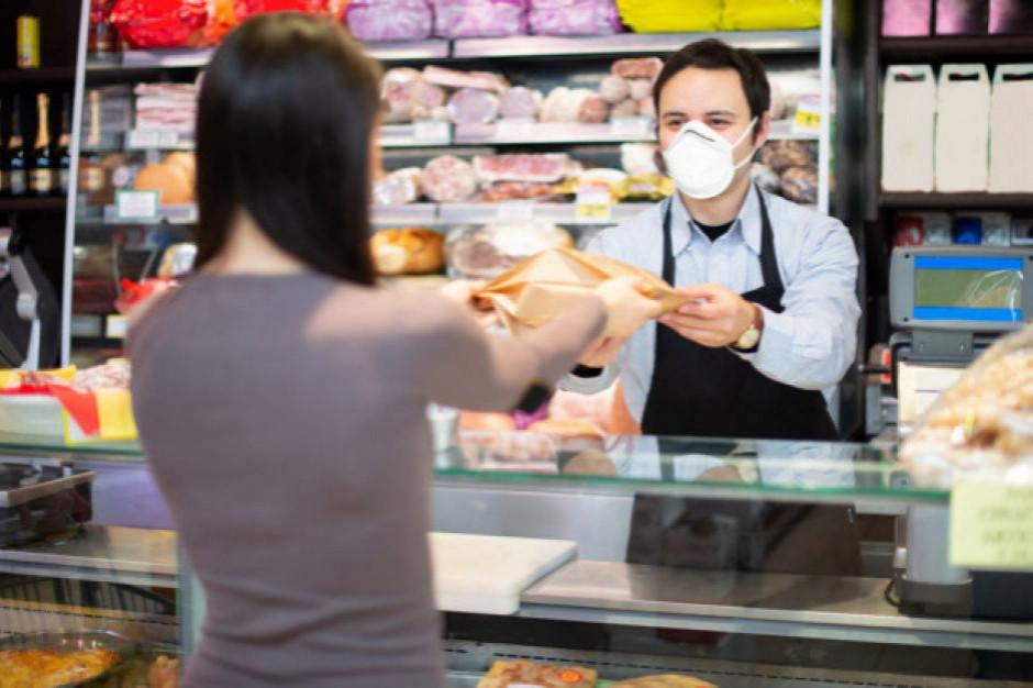 Rzecznik MŚP pyta MZ o uprawnienia pracowników sklepów związane z egzekwowania obowiązku zakrywania ust