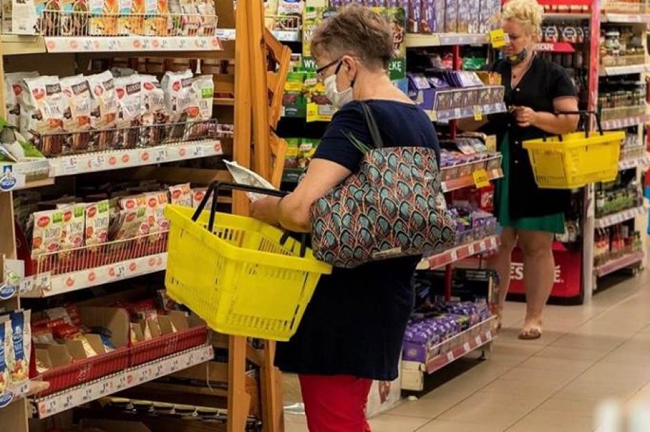 Sklepy coraz odważniej reagują w kwestii noszenia maseczek
