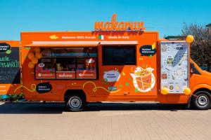 Makarun buduje flotę food trucków