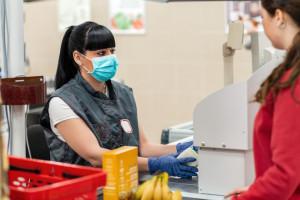 Koronawirus przyspieszył zmiany na handlowym rynku pracy