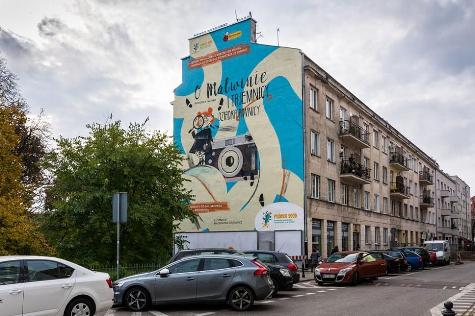 Na warszawskim Powiślu Biedronka odsłoniła antysmogowy mural