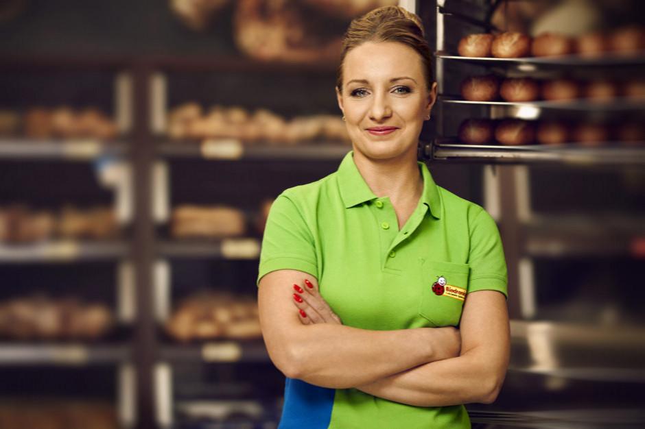 Biedronka zachęca do testów jej pieczywa. Oferuje za darmo niepakowane chleby i bułki