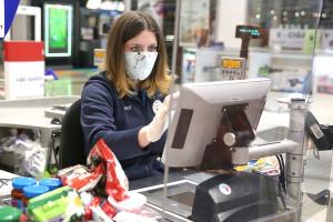 Pracownik Tesco może dostać 245 zł za polecenie osoby do pracy