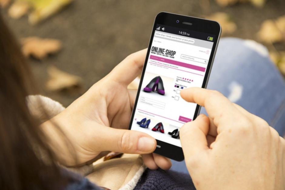 Ponad 60 proc. e-klientów kupuje prezenty przez smartfona