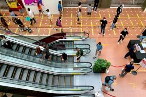 Wartość obrotów sieci handlowych i usługowych w centrach handlowych spadła o 25,3 proc. rdr