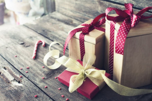 Badanie: Polacy wydali na prezenty świąteczne więcej niż deklarowali